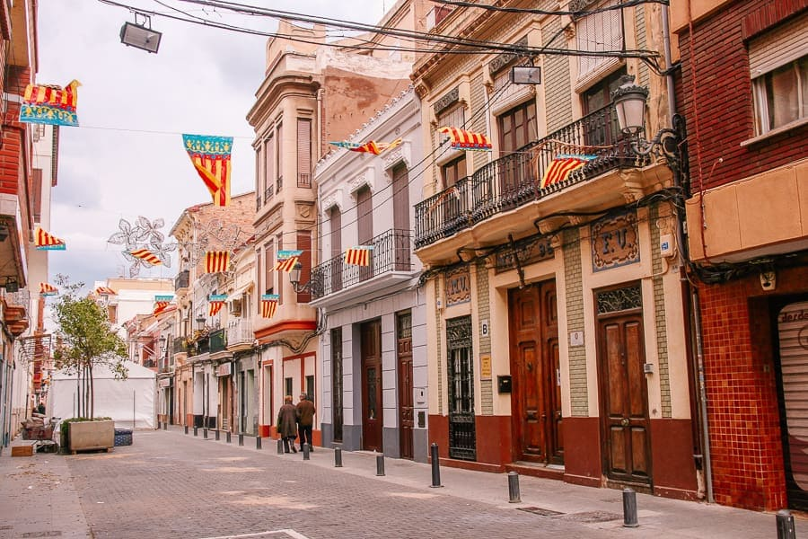 Cheap and Free things to do in Valencia Spain - El Cabanyal