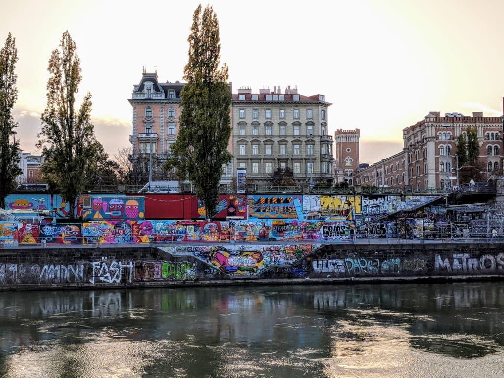 best location to stay in vienna - MEININGER HOTEL