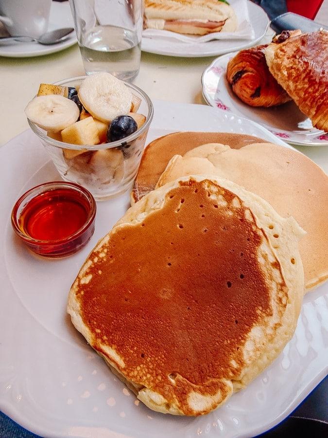 Going for breakfast in budapest in Zoska