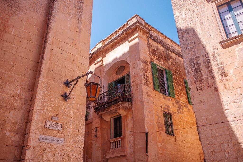 malta tourism photos - corner of a street in Mdina